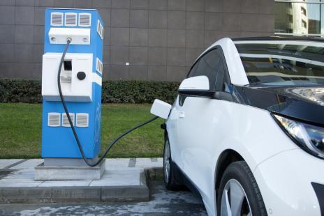 Carros elétricos ainda enfrentam barreiras para entrar no mercado